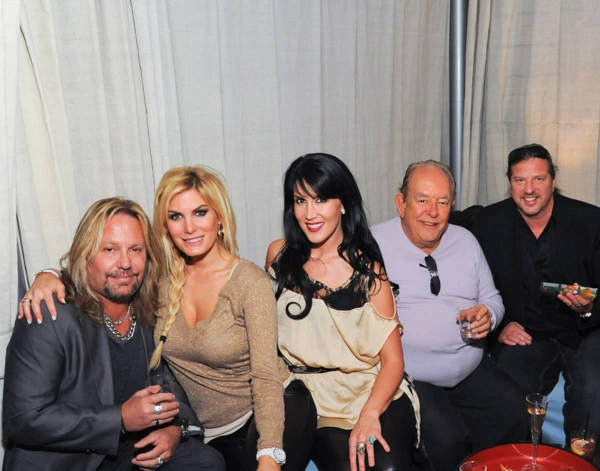 From left to right: Vince Neil, Rain Andreani, Jessica Savage, Robin Leach and Michael Boychuck. Photos: Patrick Gray/Erik Kabik Photography