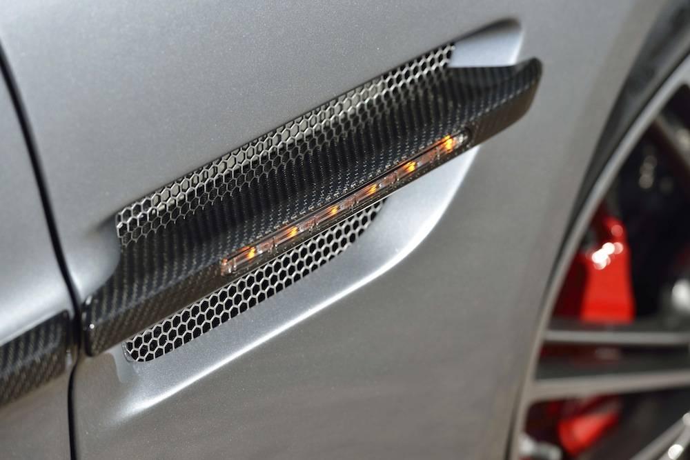 2014-Aston-Martin-Vanquish...074