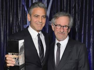 George_Clooney_honored_by_Steven_Spielberg_20131004014004_320_240