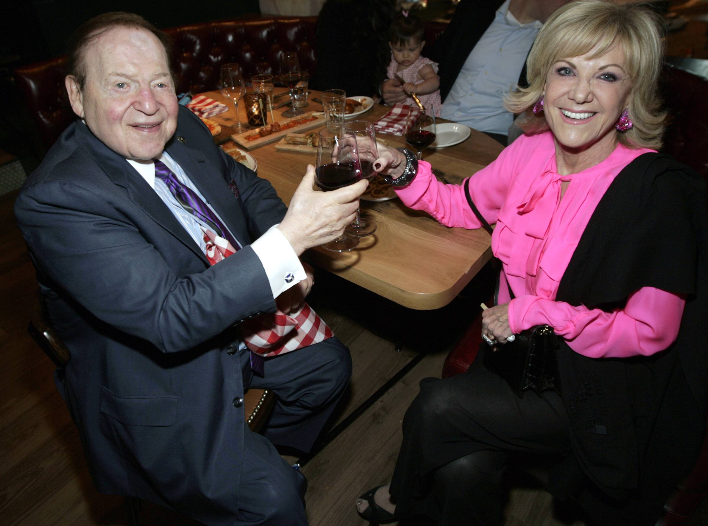 Sheldon Adelson & Elaine Wynn toast to the night. Photos: Los Caraballo