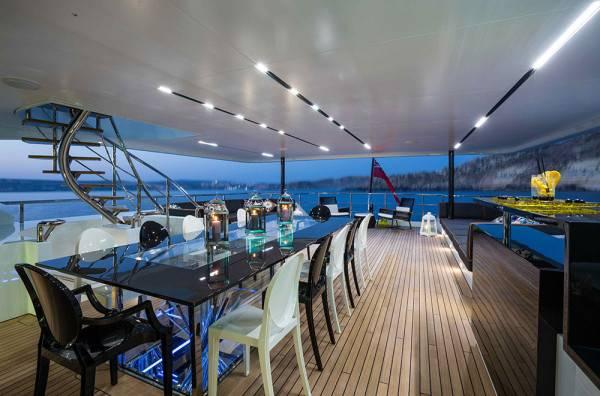 Ocean-Paradise-yacht-dining-600x396