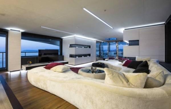 Ocean-Paradise-yacht-living-room-600x382