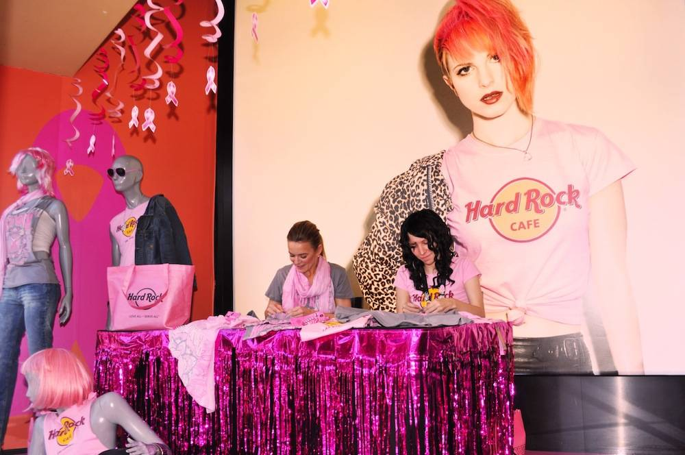 Veronic customizes her own limited-edition Pinktober Hard Rock tee at the T-shirt customizing window.
