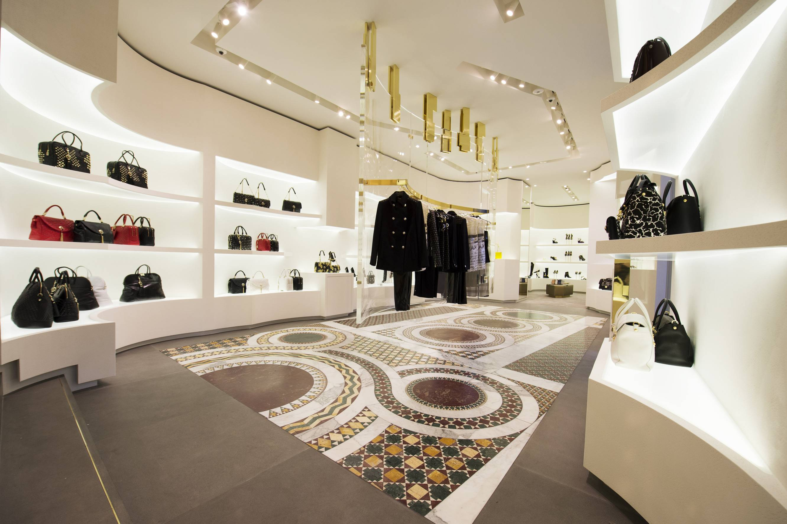 versace opens new boutique in rome 39 s piazza di spagna. Black Bedroom Furniture Sets. Home Design Ideas