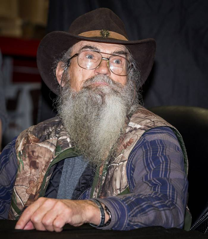 Photos Duck Dynasty S Si Robertson Signs His Book At Sam