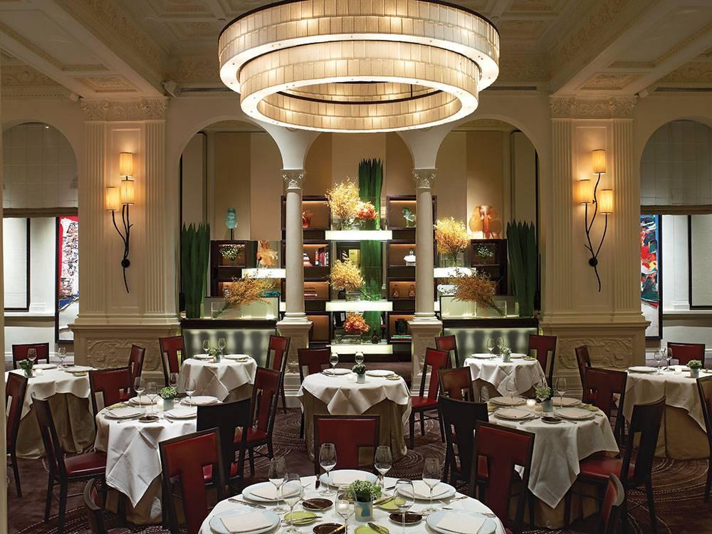 DANIEL-Dining-Room-photo-credit-Eric-Laignel