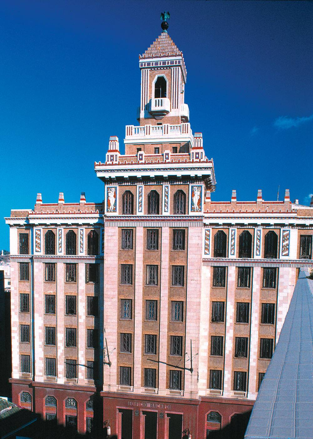 El Edificio Bacardi in Havana