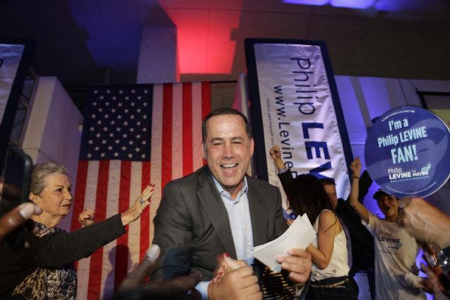 Philip Levine, alcalde de Miami Beach, tiene nuevo show en la radio