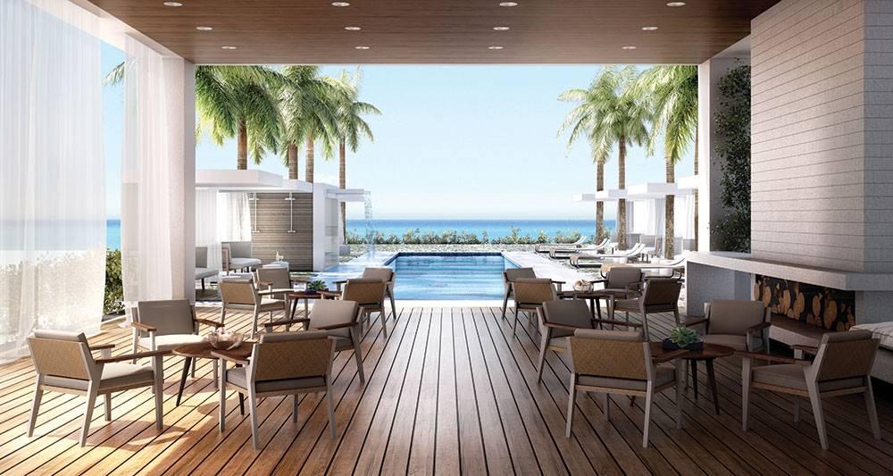 Beach House 8's pool deck