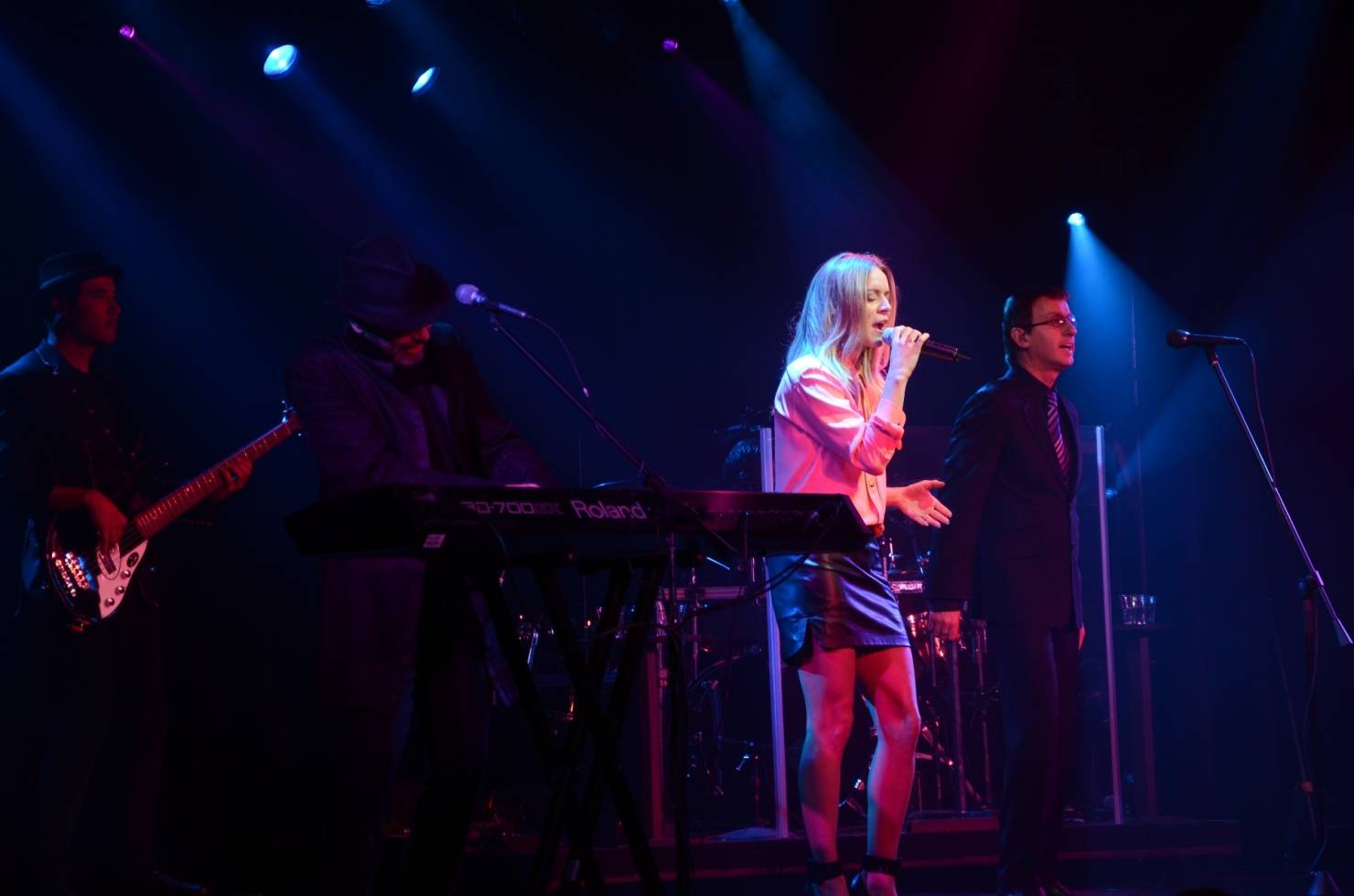 Veronic DiCaire performs Immortality with the Australian Bee Gees Show 3