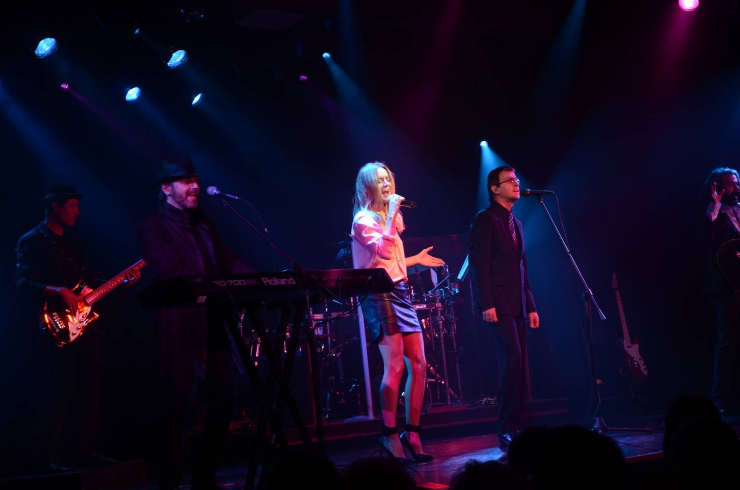 Veronic DiCaire performs Immortality with the Australian Bee Gees Show 4