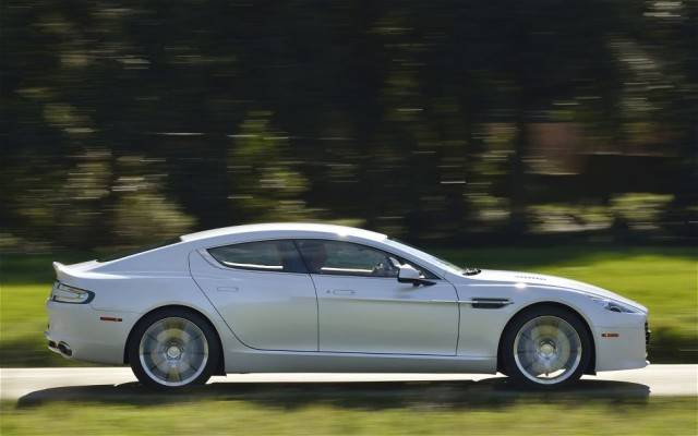 2014-Aston-Martin-Rapide-S-right-side-view
