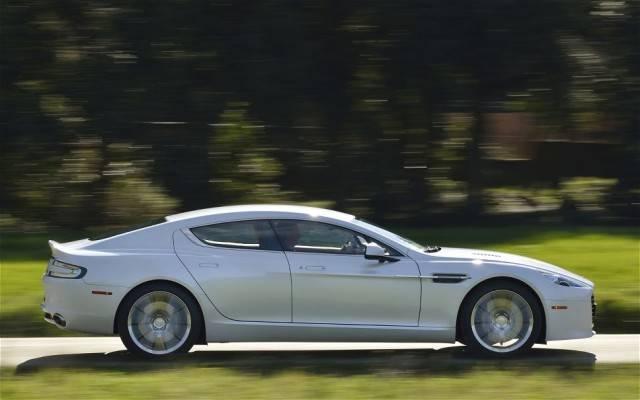 2014-Aston-Martin-Rapide-S-right-side-view