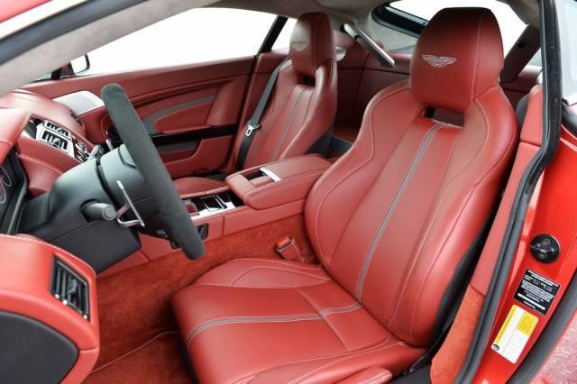 2015_Aston_Martin_V12_Vantage_S....037