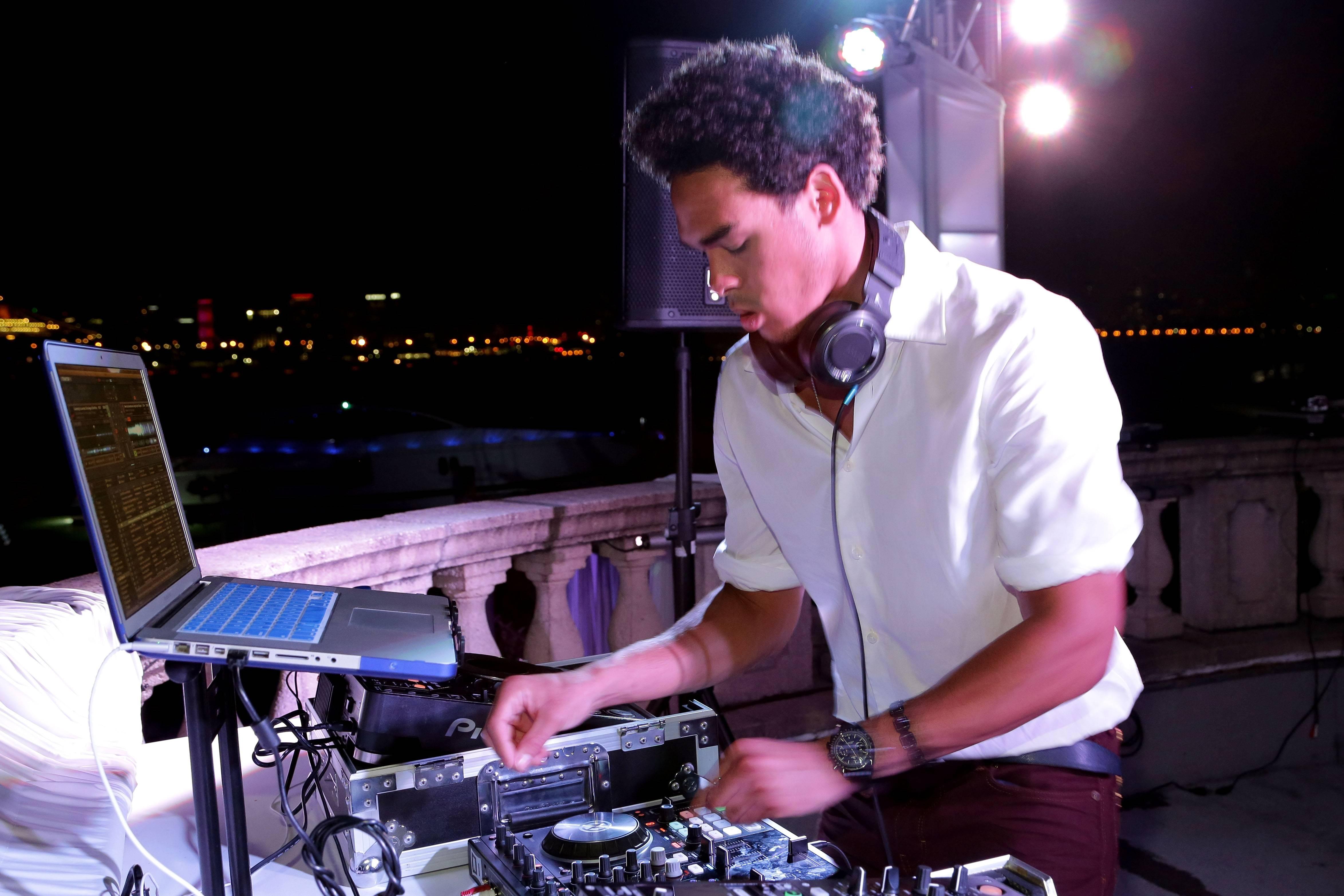 Trey Smith DJs