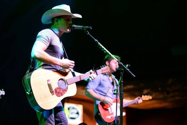 Dustin Lynch performs at the Mirage. Photos: Al Powers/Powers Imagery