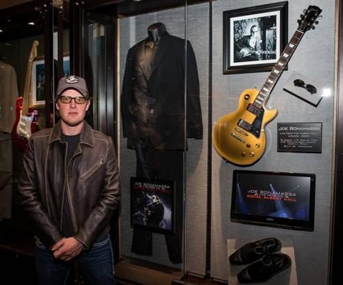 01.20_Joe Bonamassa at his memorabilia display_Hard Rock Hotel & Casino_Photo credit Erik Kabik