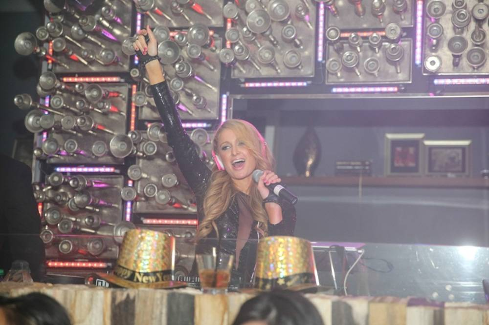 Paris Hilton Rings in 2014 w Exclusive DJ Set at Hyde Bellagio, Las Vegas, 12.31.13 (2)