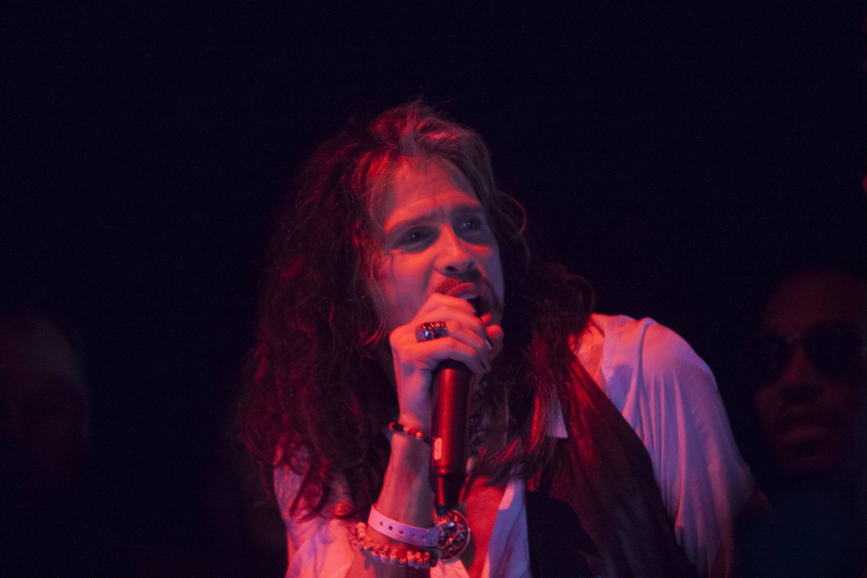 Steven Tyler Performing 2. 1 OAK LA. 1.23