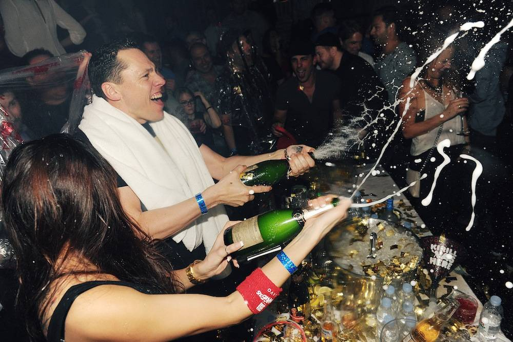 Tiesto_Champagne Shower