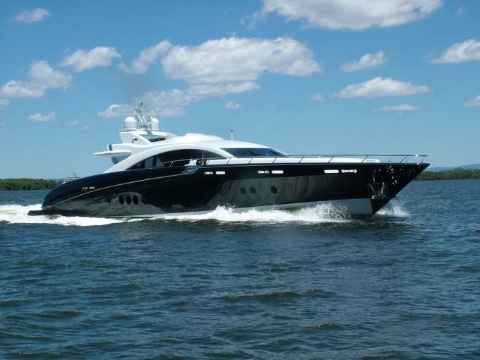 Warren-Yachts-s120-superyacht-Ghost-Photo-by-IBS-680
