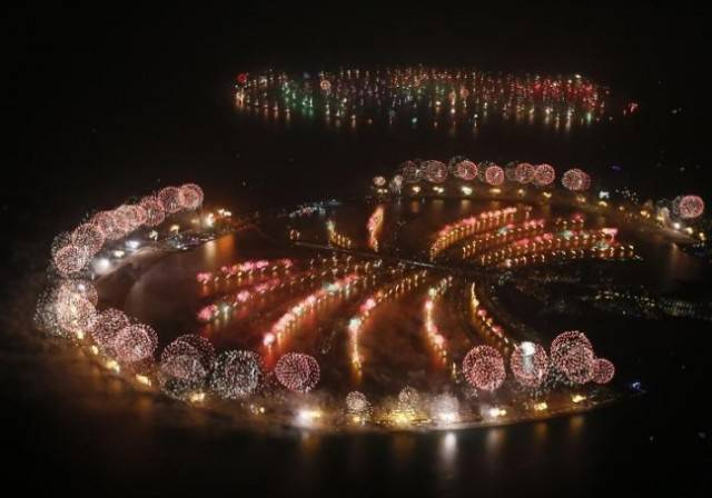 dubai-firework-display-0-690x454