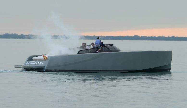 entourage_boat_smoke