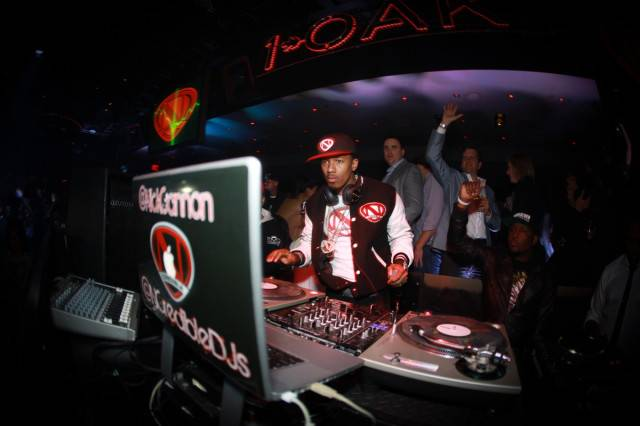 Nick Cannon spins at 1OAK. Photos: Jesse Grant Janet/WireImage