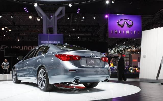 2014-Infiniti-Q50S-Hybrid-rear-left-view