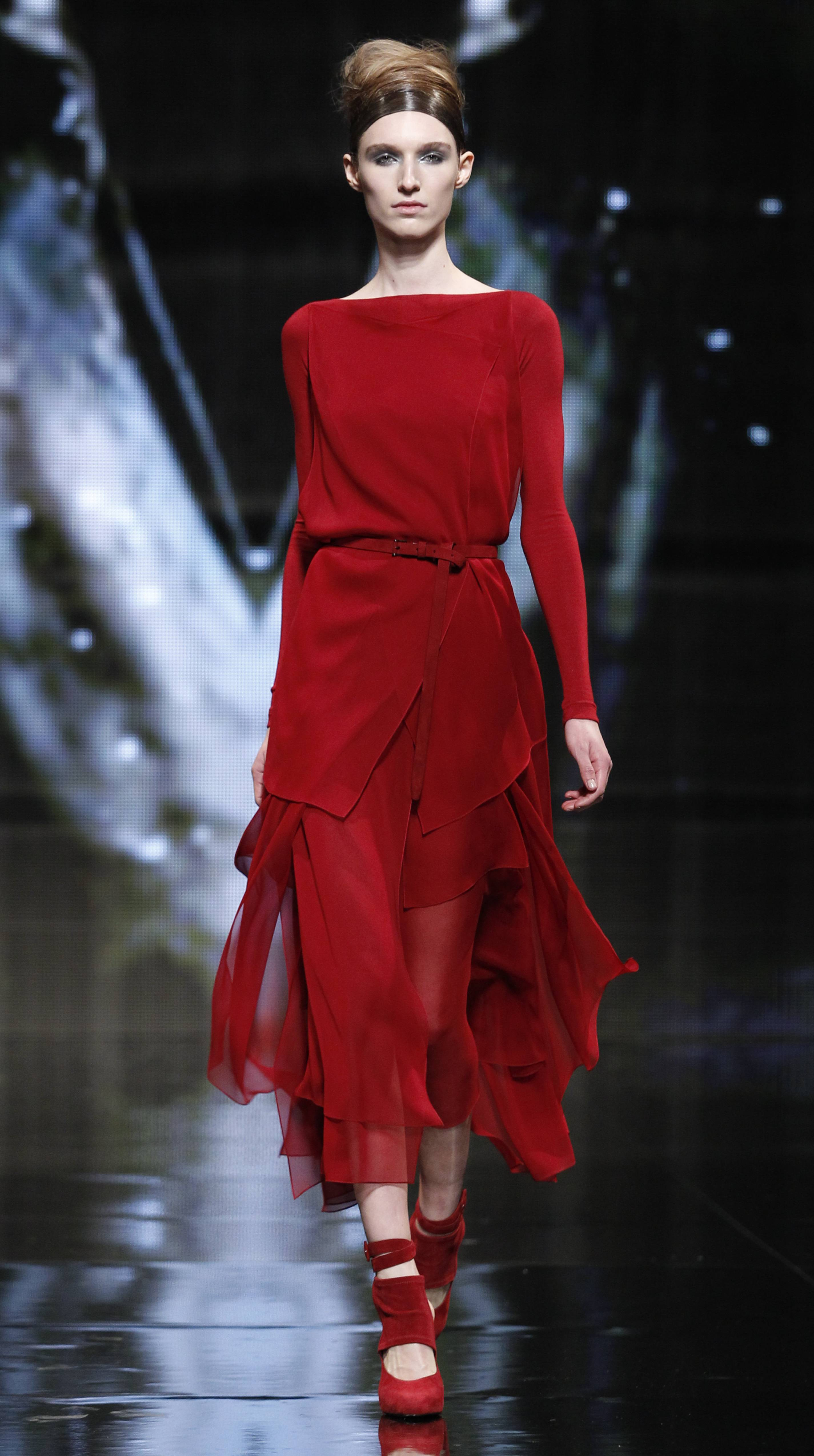 55846d570ebb6 Runway Report: Hugh Jackman and Katie Holmes Come Out for Donna ...