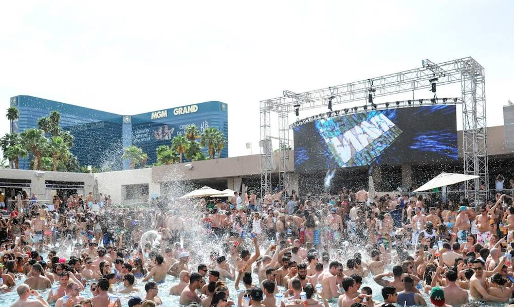 Crowd Shot_WET REPUBLIC
