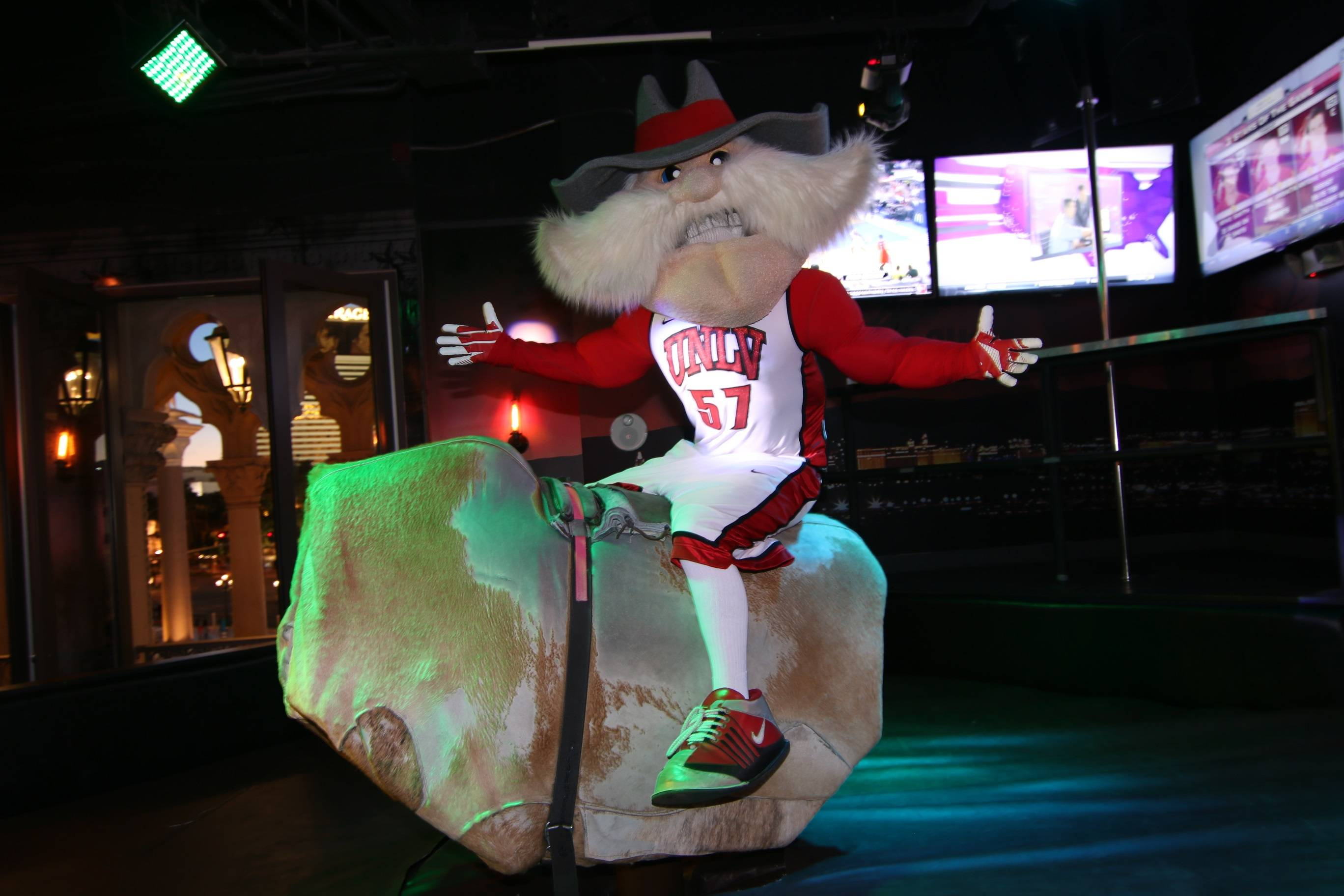 Hey Reb rides the Rockhouse Bull