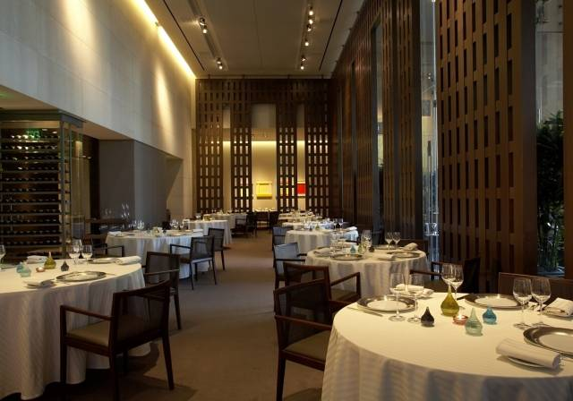 Restaurant Guy Savoy Dining room wide 2