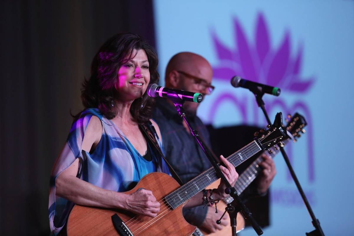 Amy Grant - Discover Amy Grant (6 Essential Songs)