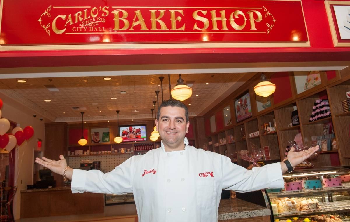 Buddy in front of Carlos Bake Shop, Venetian Las Vegas
