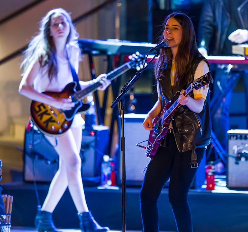 HAIM Performs at Boulevard Pool at The Cosmopolitan of Las Vegas April 17_kabik-47