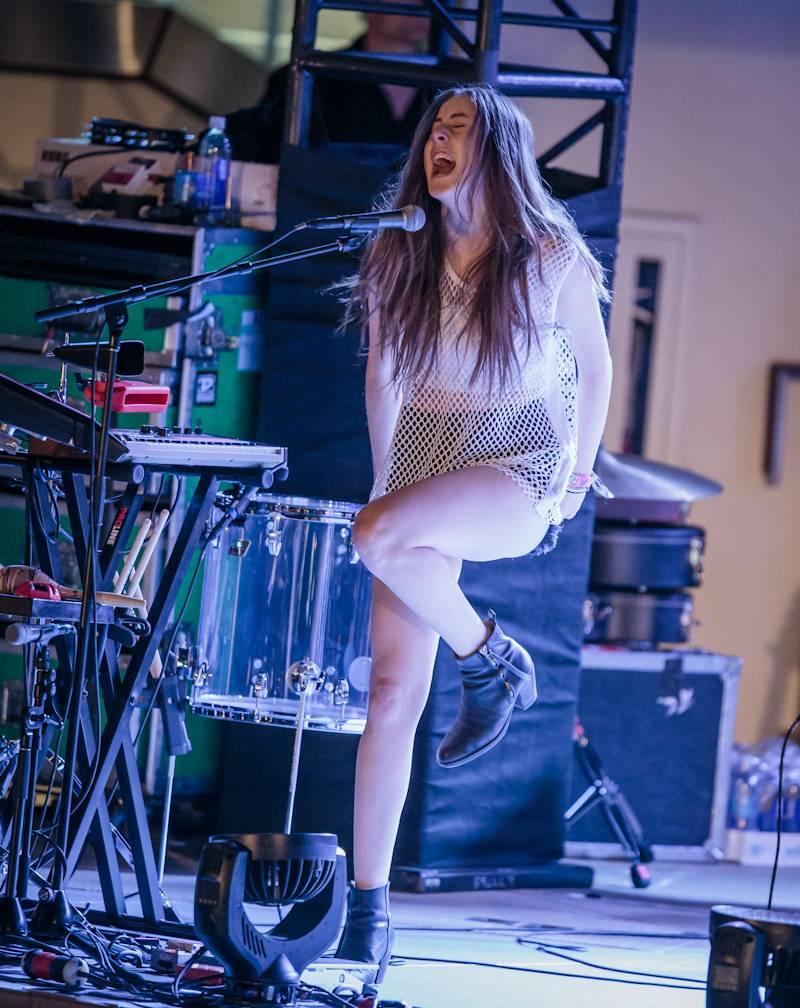 HAIM Performs at Boulevard Pool at The Cosmopolitan of Las Vegas April 17_kabik-494