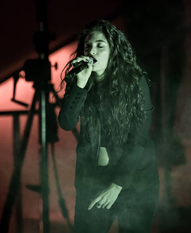 Lorde Performs at Boulevard Pool at The Cosmopolitan of Las Vegas April 15_KABIK-573