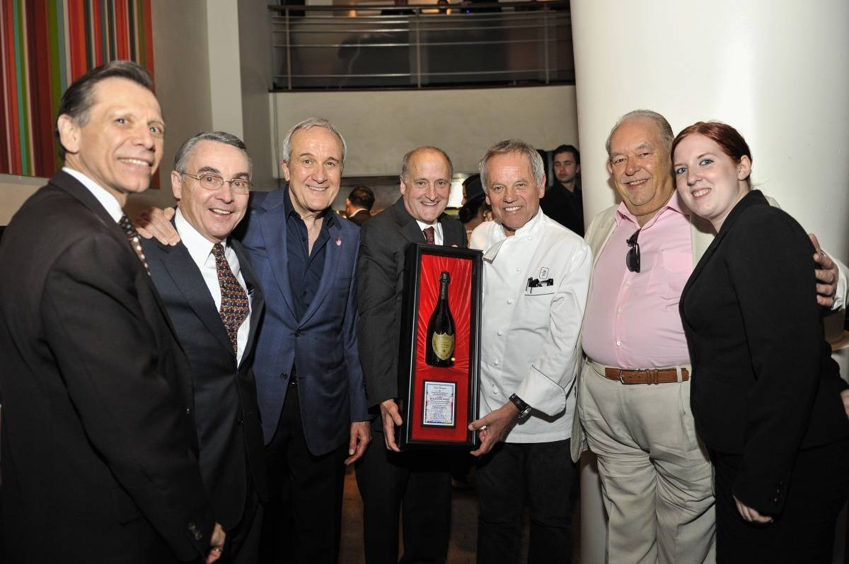 Michael Severino, Don Snyder, Larry Ruvo, Dr. Stowe Shoemaker, Wolfgang Puck, Robin Leach & Jessica Gordon