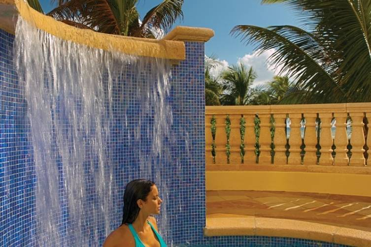 Acqualina Spa By ESPA Roman Waterfall