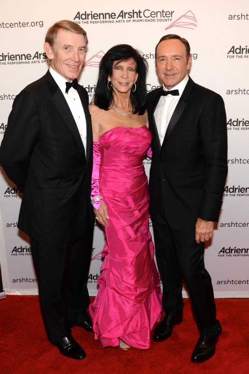 Gala Co-Chairs Dan and Trish Bell with Kevin Spacey - photo Manny Hernandez