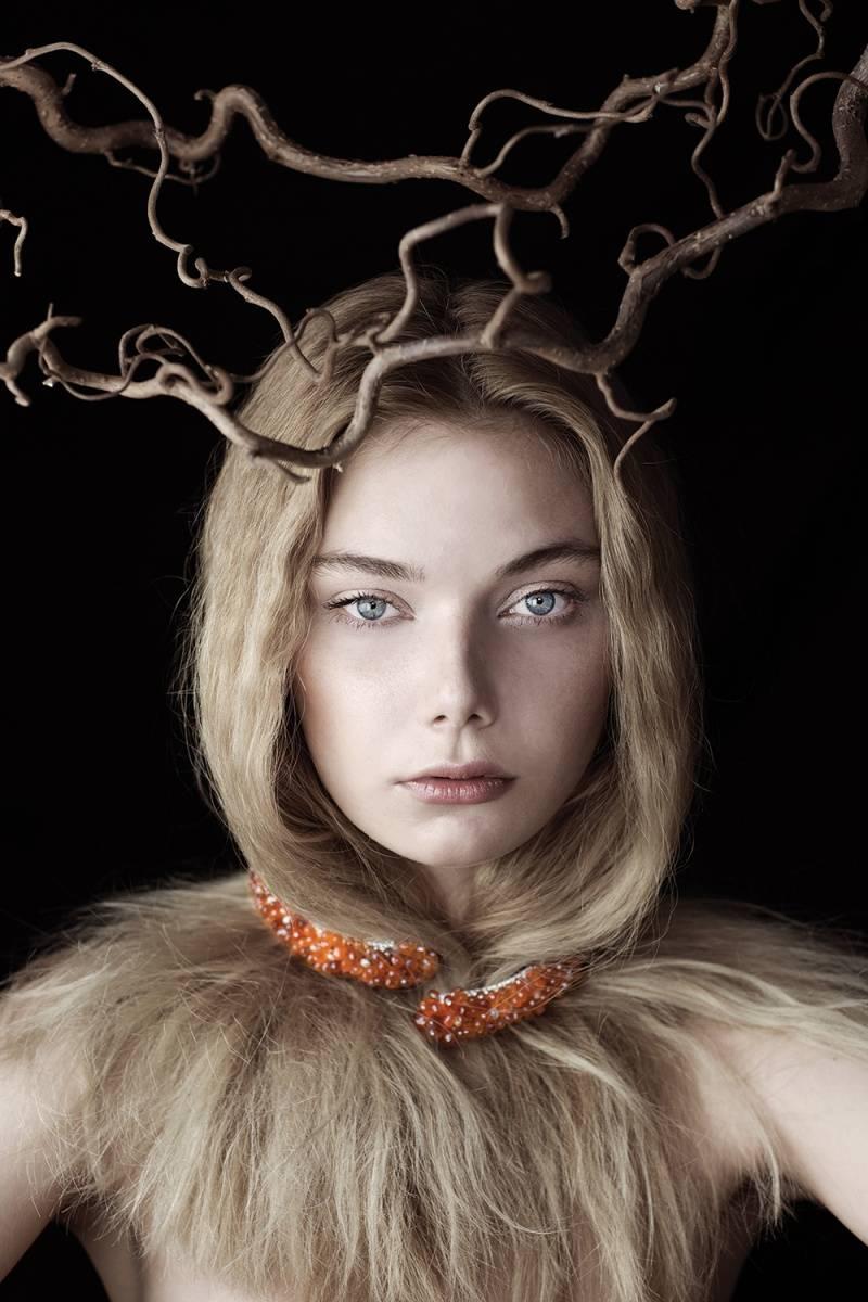 DE GRISOGONO Neckalce in white gold,  white diamonds, briolette  white diamonds and  briolette orange sapphires