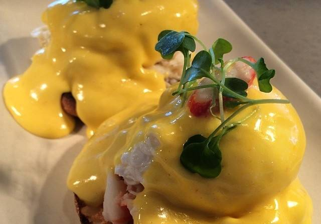 Juvia king crab benedict