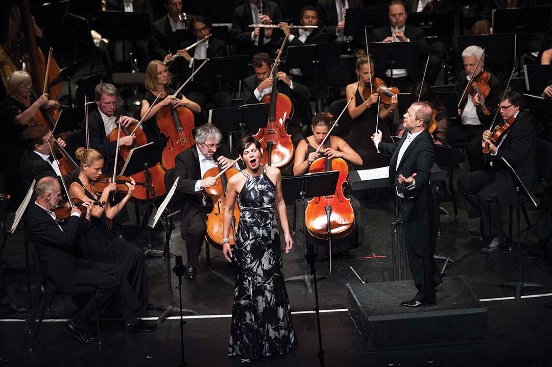 Kelly-O'Connor-performs-with-the-Russian-National-Orchestra-conducted-by-Carlo-Montanaro-at-Festival-Del-Sole-2013----CREDIT-DREW-ALTIZER-PHOTOGRAPHY-(1)
