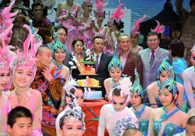 PANDA! Cast and Creative Principals Celebrate 100th Show at The Palazzo Las Vegas_Credit_Joseph Donato_Cashman Photo