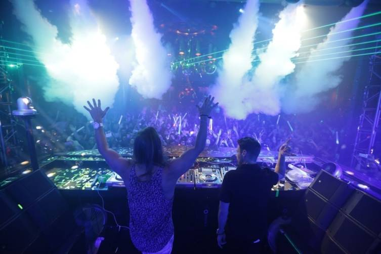 XS - Ryan Seacrest - David Guetta 2 - photo credit Danny Mahoney