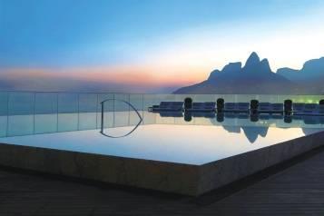 Hi_LW7035_57676280_12_rooftop_pool_sunset