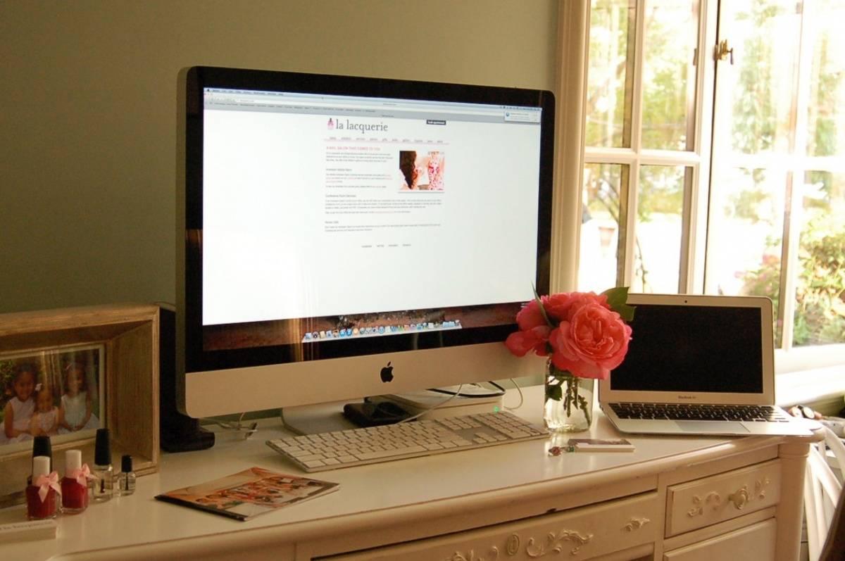 Susan Aflak Desk (2)