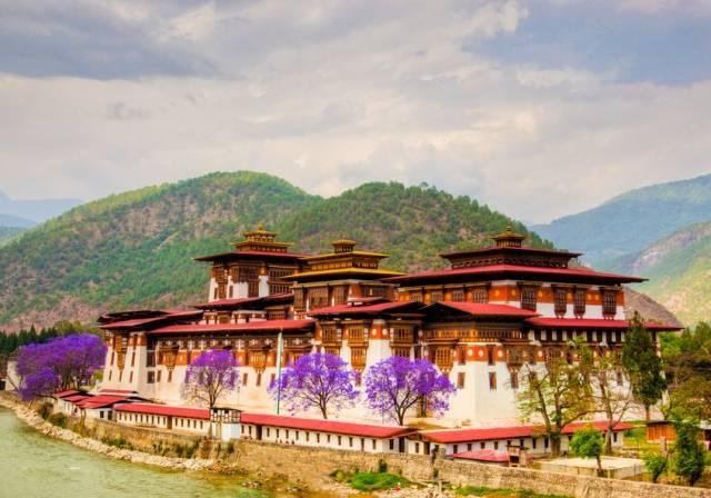 Bhutan-Dzong-89609965
