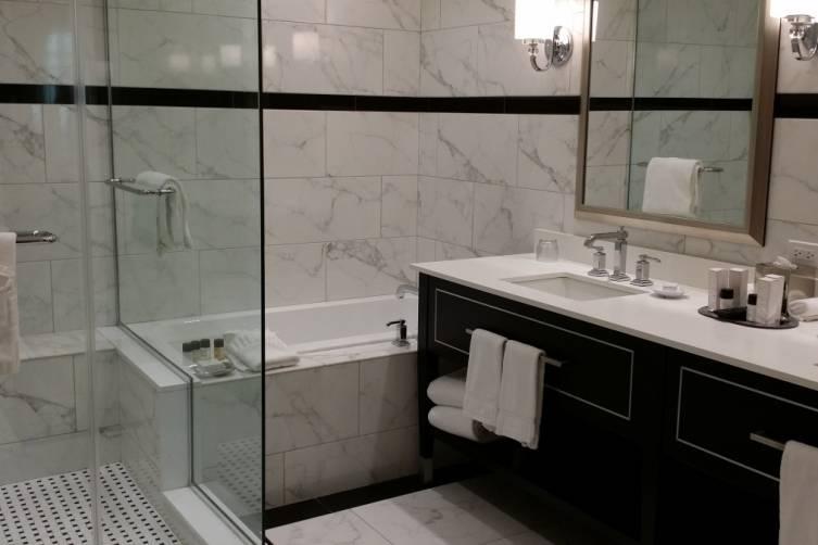 Inn on 5th Bathroom Club Level